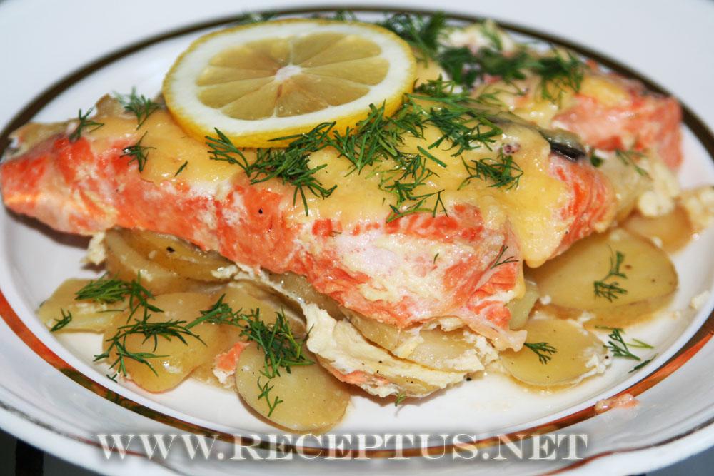 Ингредиенты для приготовления лосося и картофеля запеченного в сливках.