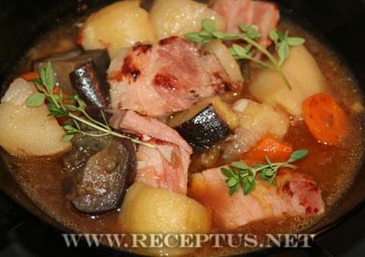 Овощное рагу с беконом